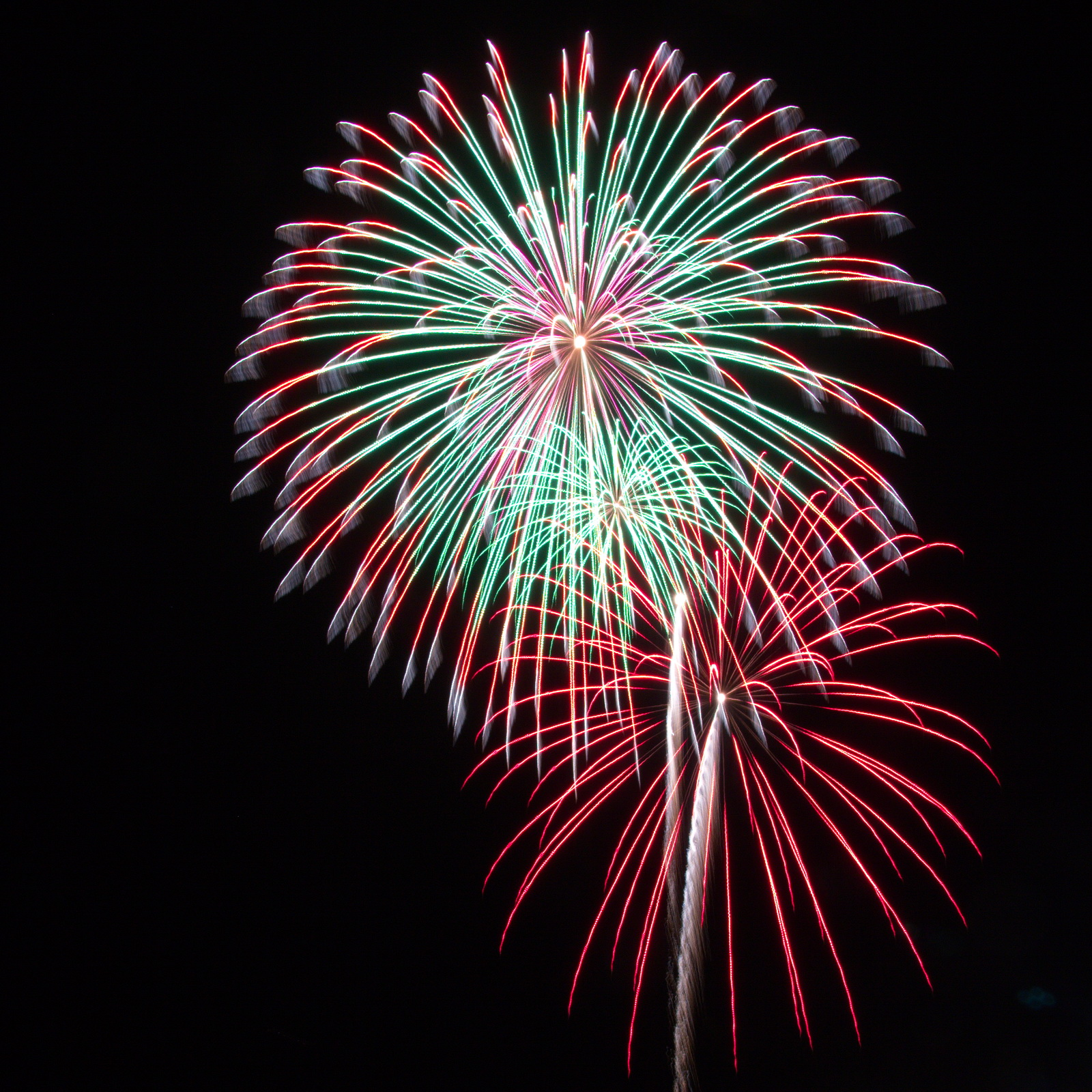 Massachusetts Fireworks: green and red bursts