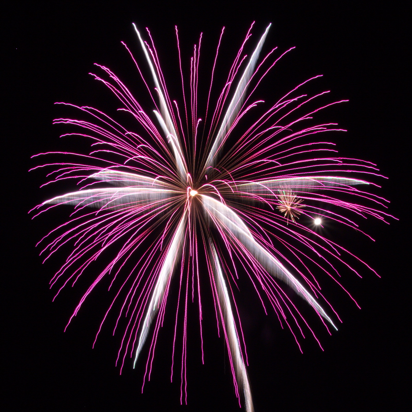 Northeast Massachusetts Fireworks: purple and white pyro