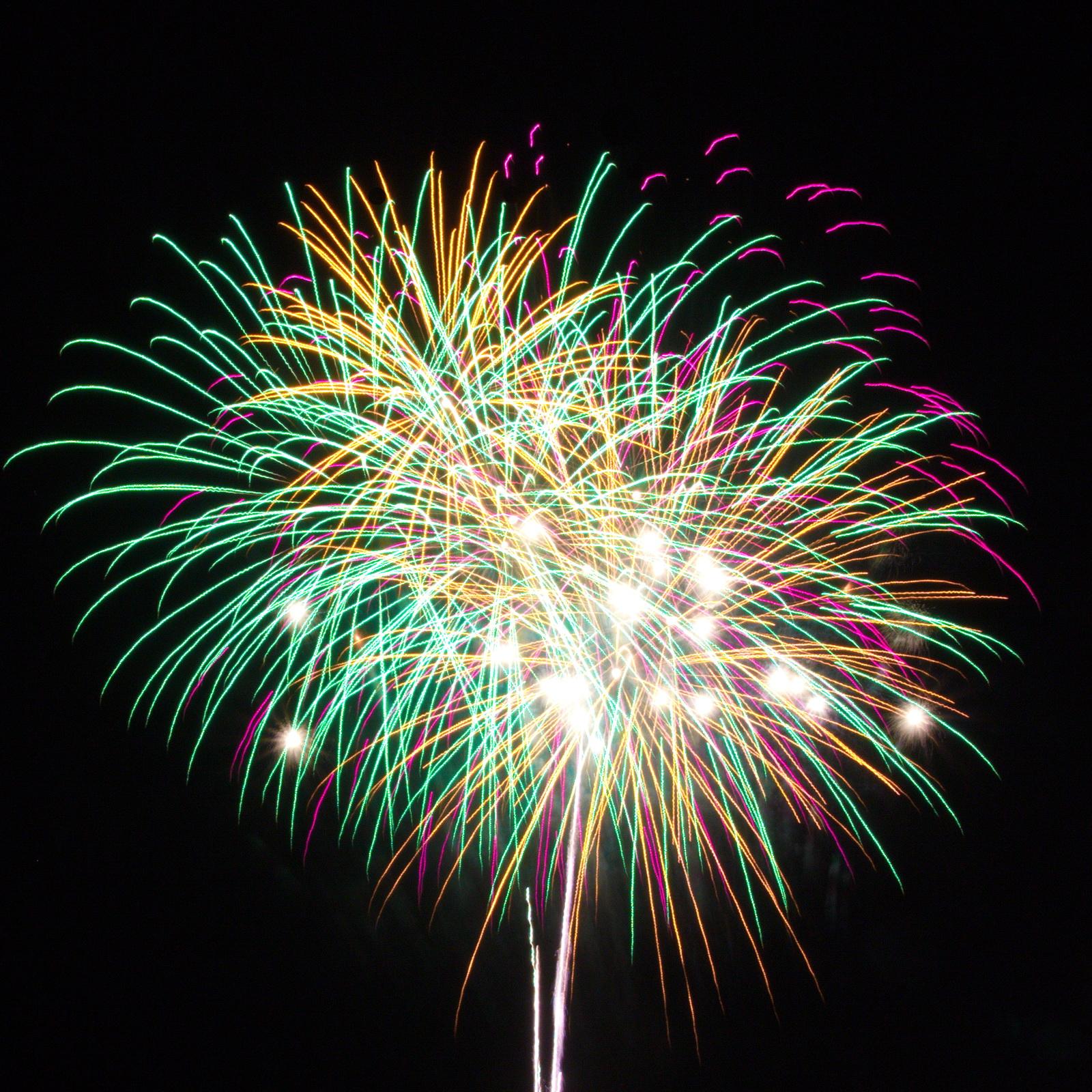 Massachusetts Fireworks go2.guide green, yellow, white and purple pyrotechnics